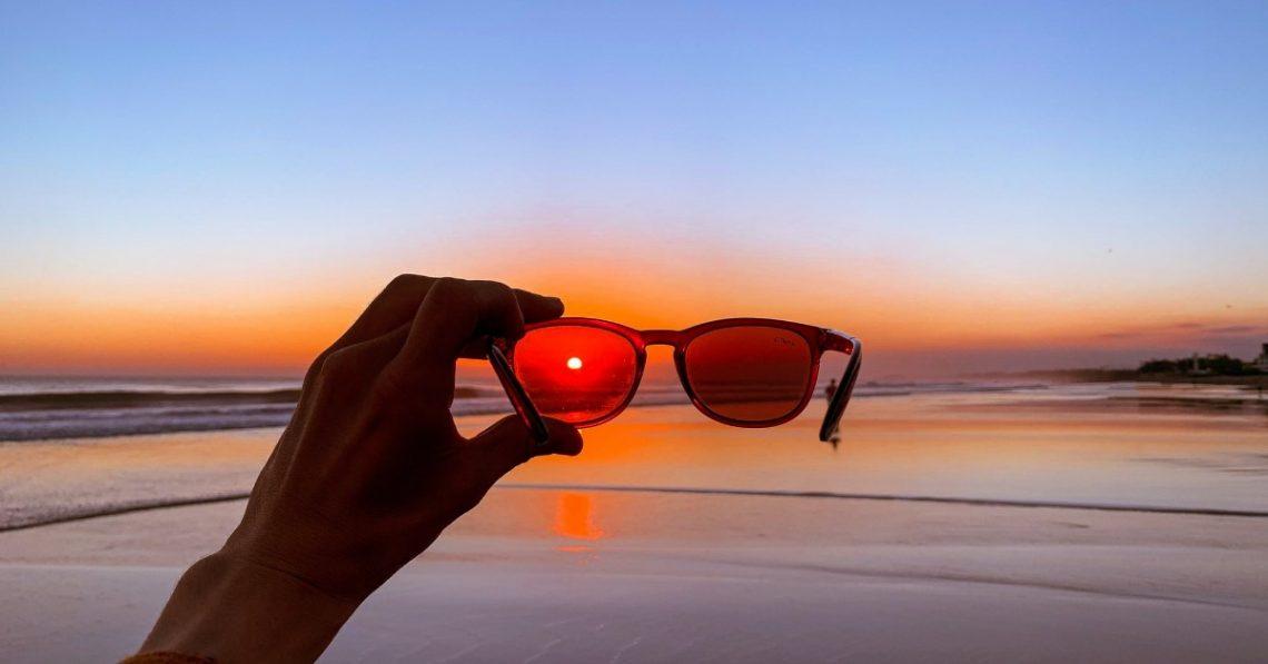 Különbség az UV védelem és a polarizált napszemüvegek között